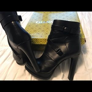Gianni Bini heel booties